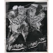 1952 Press Photo Madeline Mols & Jasmine Carne