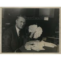 1928 Press Photo Detective Howard Cunningham Holds Delivery Tags