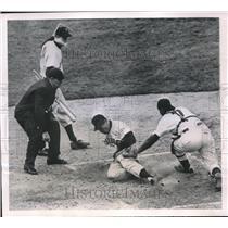 1951 Press Photo Gus Bell, Pittsburgh Pirates, Bob Scheffing, Cincinnati Reds