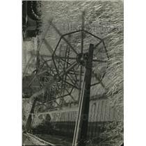 1922 Press Photo Harvesting Grain