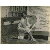 1924 Press Photo Miss Lucile MacLean Shows Seal On Sign