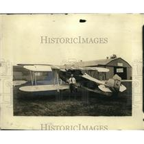1923 Press Photo Lt. Russell L. Maugham and plane Lewill