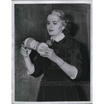 1954 Press Photo FDA's Mrs. Charles Drake Shows Banned Atom Expanding Dumbbell