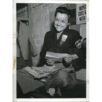 1944 Press Photo Douglas Aircraft Inspector Helen V. Lilly