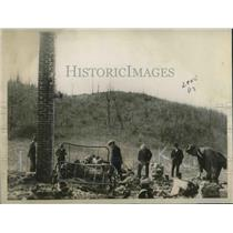 1923 Press Photo George Hutlz's home burned to the ground after he was murdered.