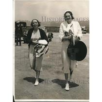 1931 Press Photo Miss Mary Holden and Mrs. George Clark Vacation at Newport