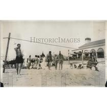 1931 Press Photo Society goes to Beach at Southampton, Long Island