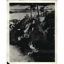 1937 Press Photo Bob Rose dives off a cliff in a movie film
