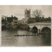 1928 Press Photo Cambridge Crew Team Practices at Henley - nes10123