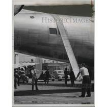 1939 Press Photo Giant passenger plane awarded N,C, Certificate by the Governor