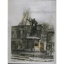 1918 Press Photo Statue Of General Foy W/Bucket & Red Flag After German Attack
