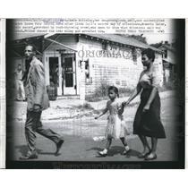 1957 Press Photo Mrs. Grace McKinley, Daughter Linda Gail & Escort Leave School