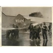 1923 Press Photo Santa Cruz firefighters water fight during training