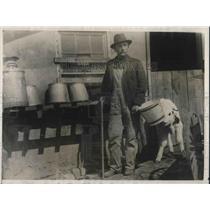 1925 Press Photo Blind Farmer O.H. Doerschlag at Farm Near Topeka, Kansas