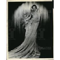 1932 Press Photo Paramount Player Sylvia Sidney in Wedding Dress for Latest Role