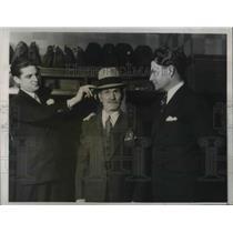 1935 Press Photo: Poor Frank Greges gets rewarded for returning $42,000 in bond.