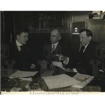 1919 Press Photo (L-R) Will H. Orpet, Leslie P. Hanna, James H. Wilkerson confer