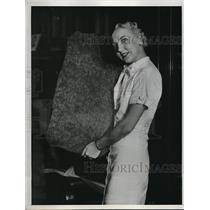 1934 Press Photo A Redwood burl  for a table & Virginia Horn of eureka, Calif.