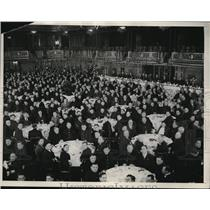 1932 Press Photo NYC Hotel Astor Breakfast With Officials In Background