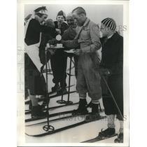1933 Press Photo Waiters & Waitresses of Hotel Schneefernerhaus in Bavarian Alps