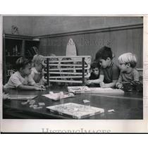1900 Press Photo Kids In Classroom
