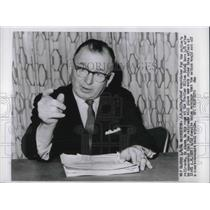1964 Press Photo J. E. Wolfe, negotiator for railroads, announces new work rules