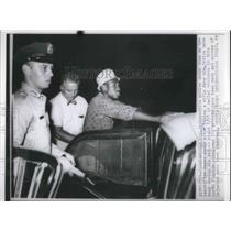 1960 Press Photo Shakedown