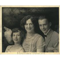 1929 Press Photo WIBO Chicago Artists Mary and Rose Frances with Brother Peter
