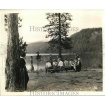 1937 Press Photo Guests of Laird's Lodge Enjoy Lindbergh Lake Near Missoula, MT