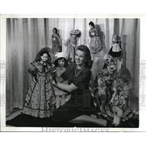 1942 Press Photo Margot Lunden w/ Doll Collection at New York American Doll Show