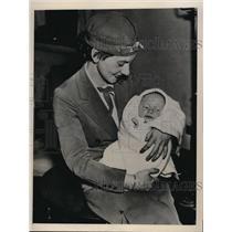 1936 Press Photo Stewardess Selma Tilker Escorts Martin Thomas Ferwerda