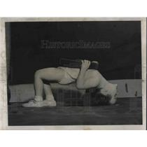 1948 Press Photo Wash.D.C. Dianne M Kallio, age 3 weight lifting
