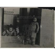 1919 Press Photo Chinese children in winter dresses