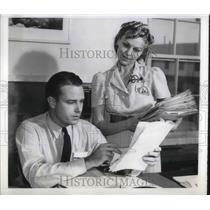 1941 Press Photo Getting new slant on Aviation
