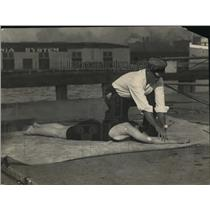 1922 Press Photo How to Save A Drowning Person