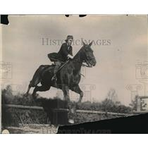 1920 Press Photo Major Harry Leonard On Horse During Jumping Event - nec42025