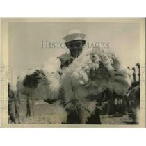 1924 Press Photo Sailors with Ostrich Feathers at River Valley South Africa.