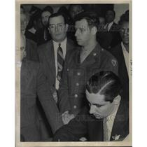 1943 Press Photo Pvt  Sidney B Dunn Jr at court for M Clement trial