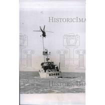 Press Photo St Petersburg, Fla. US Coast Guard helicopter tows patrol craft