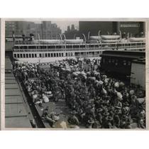 1936 Press Photo Ill. Natl Guardsmen board the SS Theodore Roosevelt
