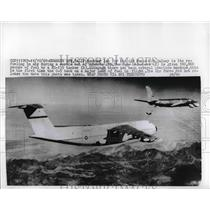 1969 Press Photo U.S. Army Air Force C-% Galaxy refueling in Air. - nem13182