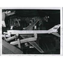 "1970 Press Photo worlds first ""skydock"" passenger loading bridge. Boeing 747"