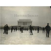 1922 Press Photo Memorial in Washington flooded by skaters