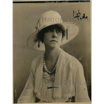 1918 Press Photo Theresa Smith just returned from a tour of singing to the