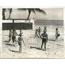 1934 Press Photo Fashionables in a volleyball game at Sea Spray Club, Florida