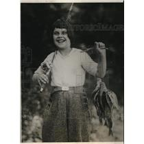 1924 Press Photo Alice Rudiger takes her pole & bait to Moose Pond, Hartland Me