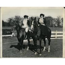 1932 Press Photo Philadelphia Socialites Ride Horses In Colonial Costume