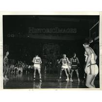 1956 Press Photo Med Park Of St. Louis Hawks Basketball Team Sinks Foul Shot