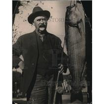 1922 Press Photo Dr. W.H. Simmons, Oakland Dentist, with his fish