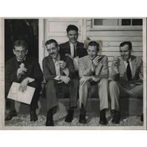 1936 Press Photo 5 men's last cigarette for 2,400 miles.